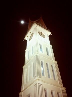 jam gadang kebanggaan masyarakat Bukittingi