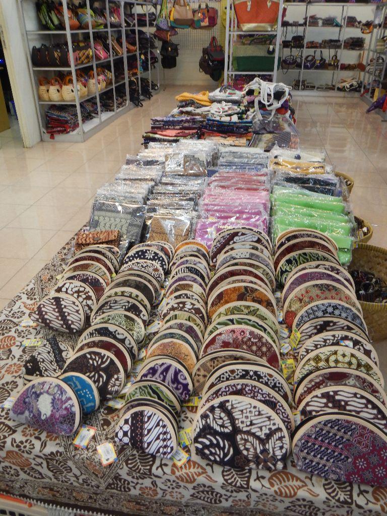 dompet batik khas Trusmi