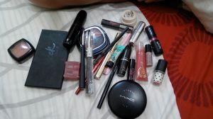 ini hanya sebagian alat make up yang saya punya