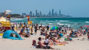 Gold_Coast_summer,_Burleigh_Heads_Beach